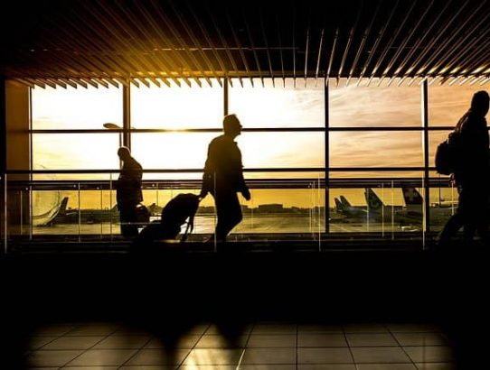 how to get rid of travel anxiety and at the airport on time (1)